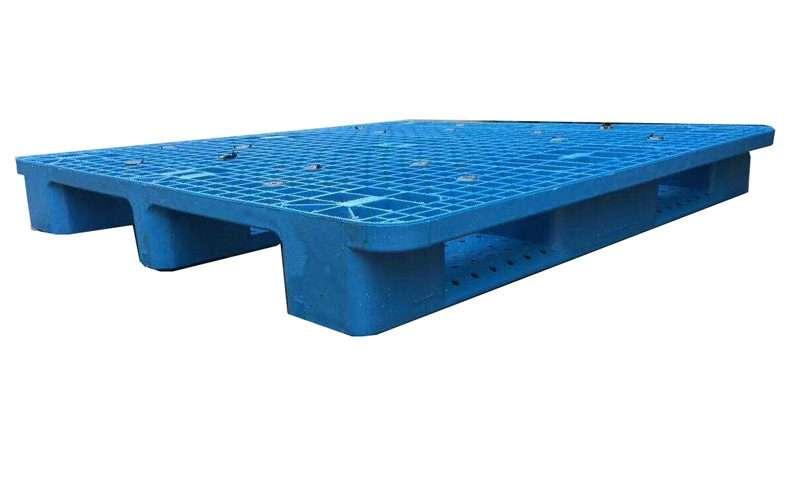 Rack able plastic pallets 1140x1140