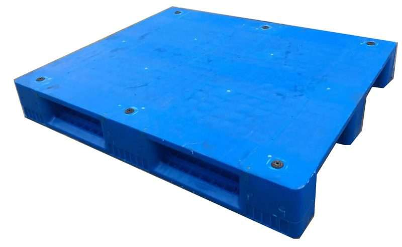 Flat rackable plastic pallets with anti slip rubbers