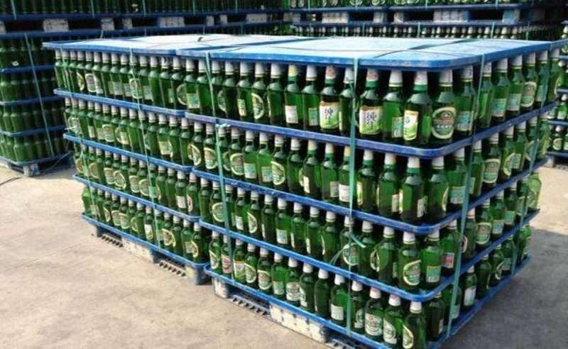 Plastic pallets for beer bottles