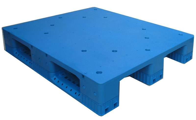Plastic pallets for heavy racking systems