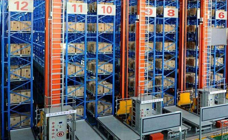 Metal pallets for racking