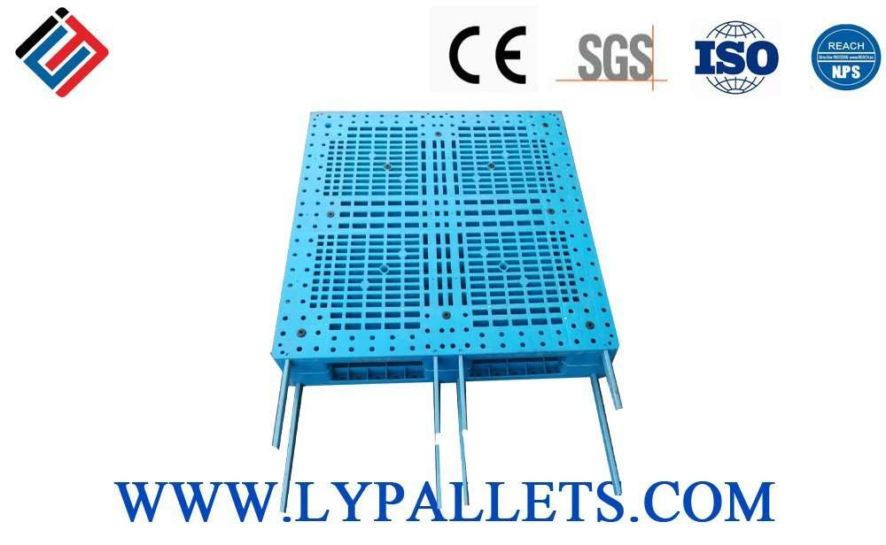 Reinforced reversible plastic pallets