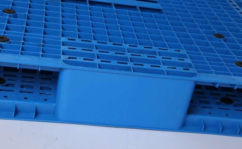Double deck reversible Plastic Pallets block