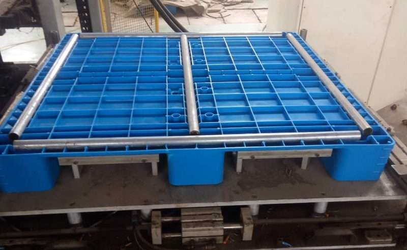 Steel tubes reinforced hygienic plastic pallets