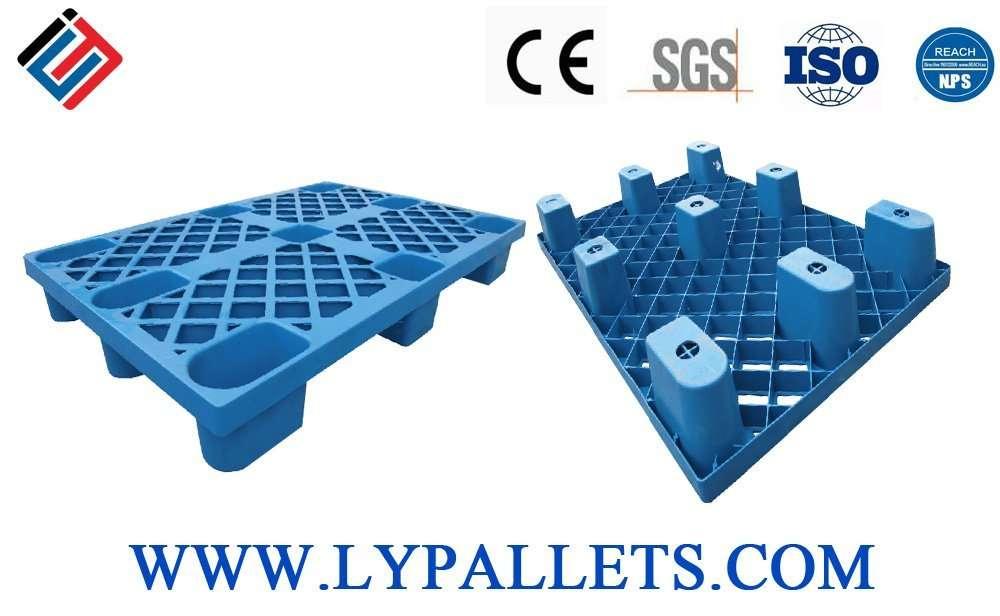 Nest able plastic pallets
