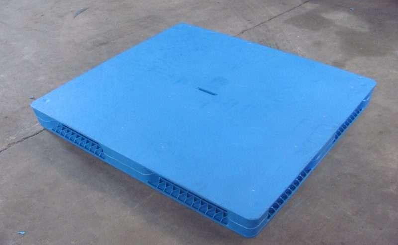flat surface plastic pallets
