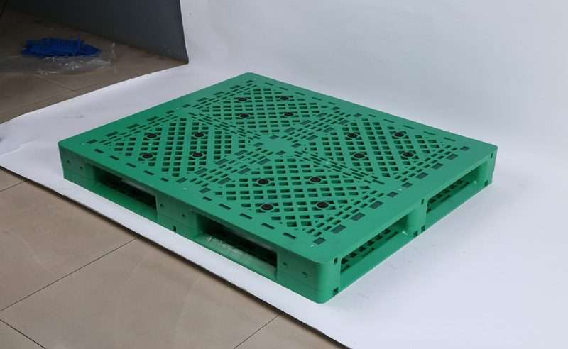 Green color reinforced plastic pallets for double deep racking