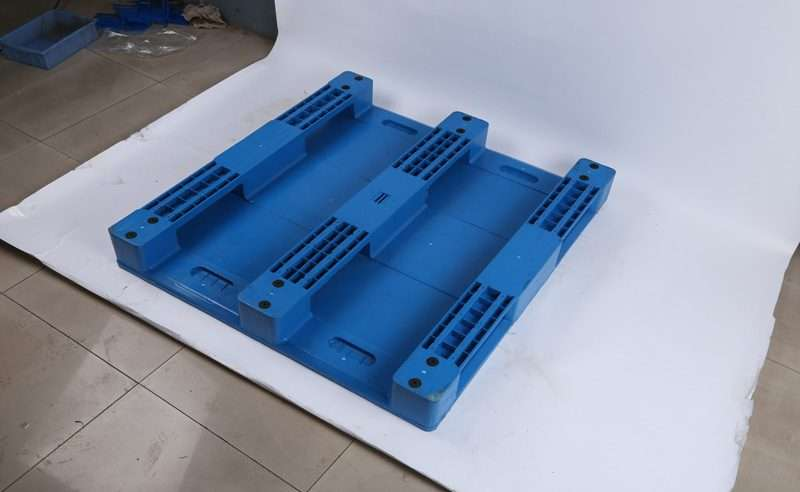 Durable plastic pallets hygienic 1300x1200