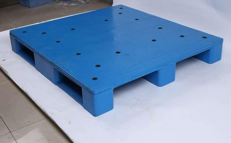 Durable plastic pallets hygienic 130x120cm