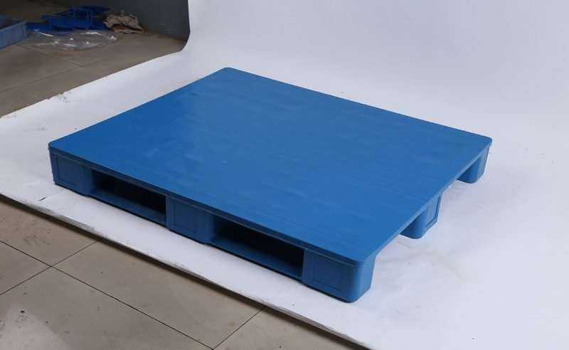 Hygienic rackable PLASTIC PALLETS 1200x1100
