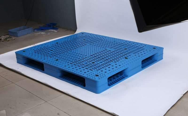 PLASTIC PALLETS 1,2x1,4 reversible