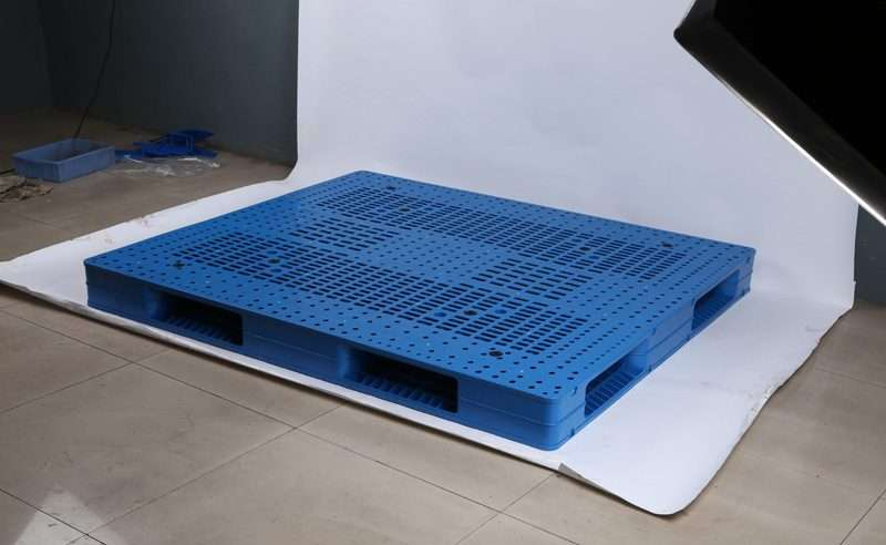 PLASTIC PALLETS 1,4 x 1,6 for
