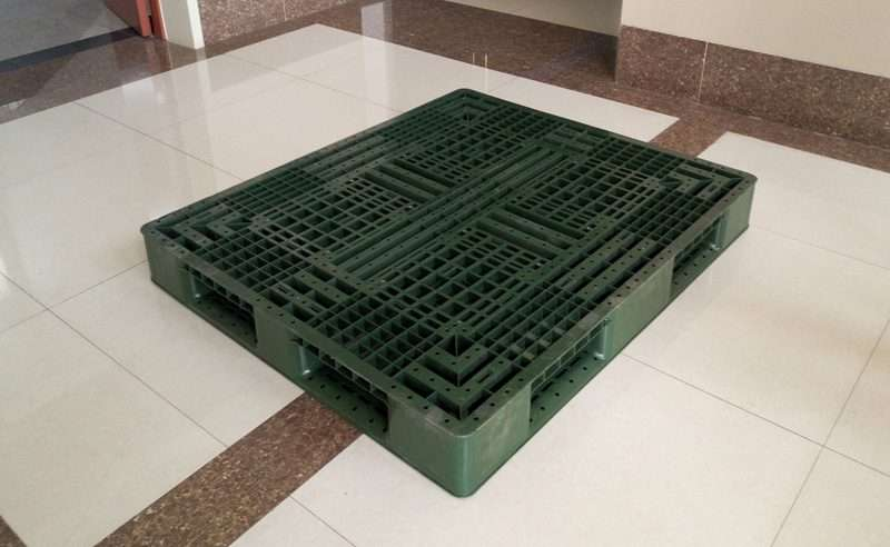 PLASTIC PALLETS 1400 mm x 1200 mm
