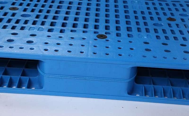 PLASTIC PALLETS 1400x1200 reversible