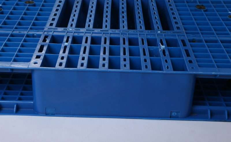 PLASTIC PALLETS 1600x1400 mm
