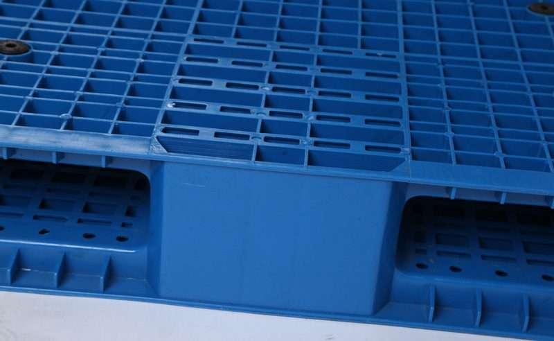 PLASTIC PALLETS reversible 120x120
