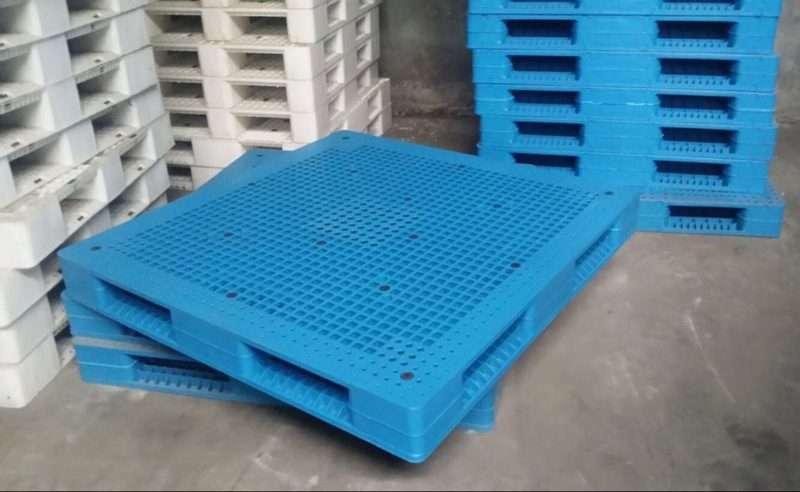 PLASTIC PALLETS reversible 150x150