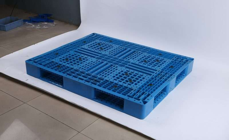 Perimeter PLASTIC PALLETS 1,3 x1,1