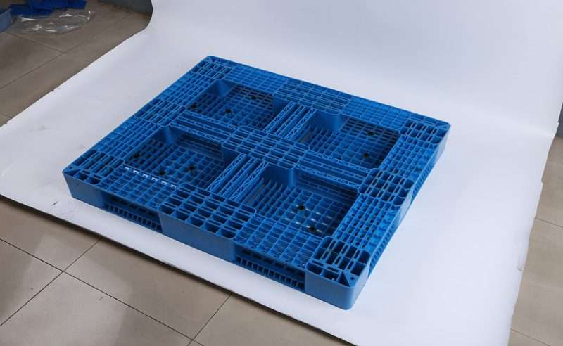 Perimeter PLASTIC PALLETS 1300x1100