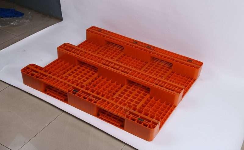 Rack able PLASTIC PALLETS 1300x1100 grid top