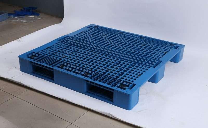 Rack able plastic pallets 1,2x1,2