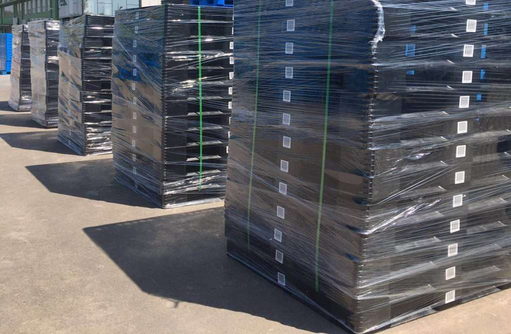 black plastic pallets in well packing