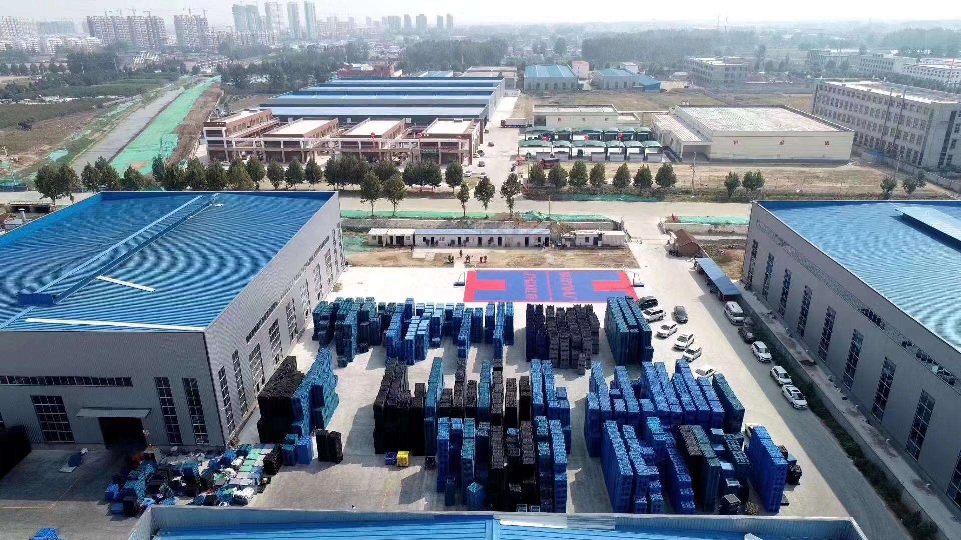 Plastic pallets factory overview