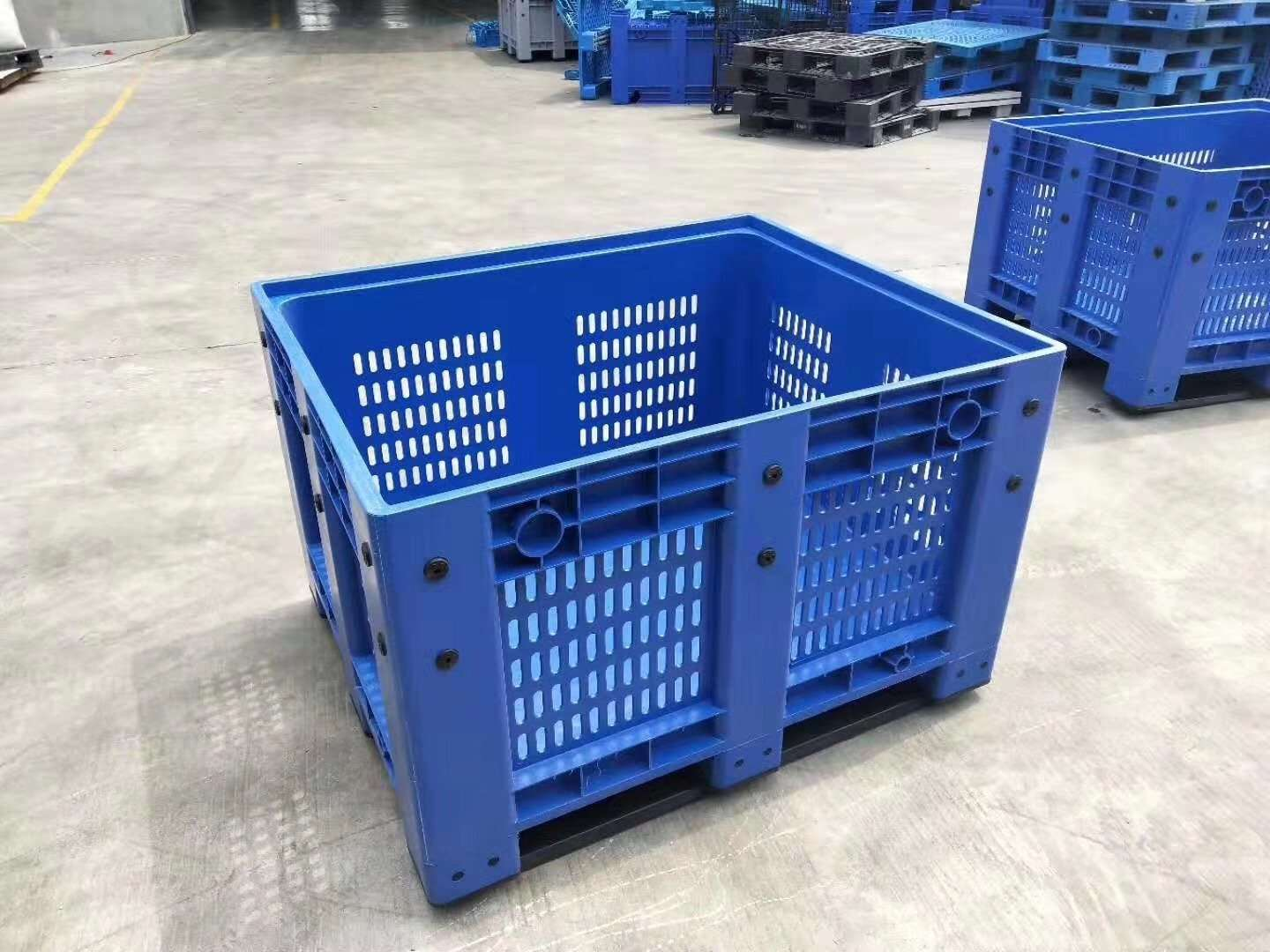 Plastic pallet bins blue color